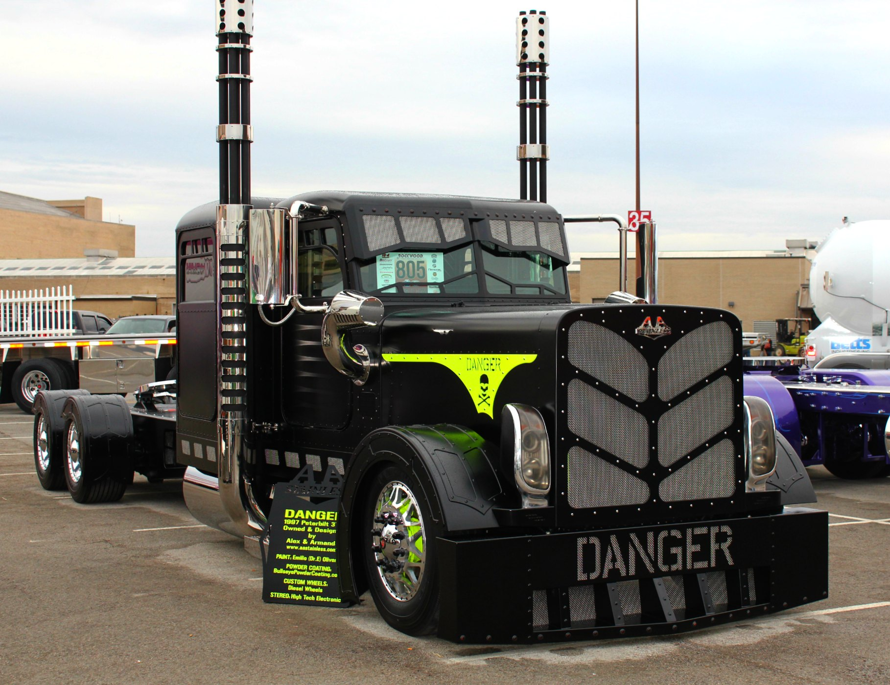 Peterbilt Show Trucks: Photos Of Cool Custom Semi Trucks