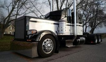 2009 389 Black White Peterbilt RIg