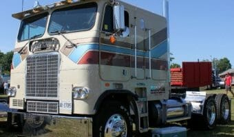 Freightliner Cabover Photos That Will Knock Your Socks Off!