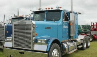 Custom 18 Wheeler Freightliner Conventional Blue