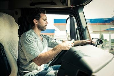 5 Tips For Truck Drivers For Idling a Big Rig Safely