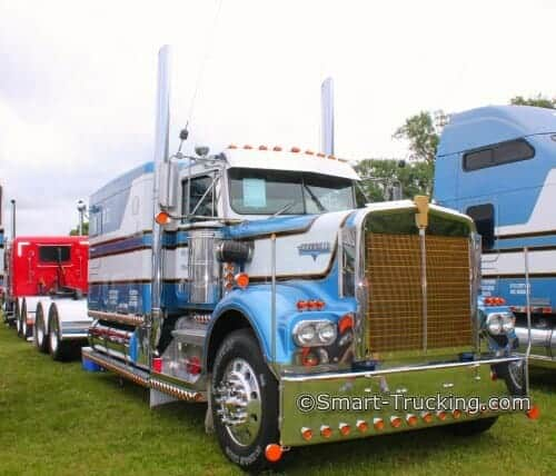 Kenworth W900L Custom Bunk Sleeper Truck