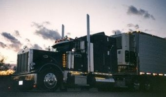 1997 379 Peterbilt at Sunset