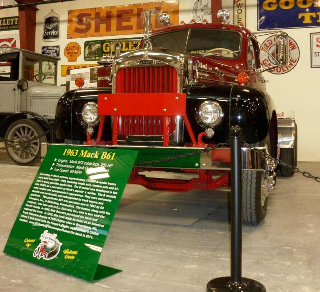 1963 Red Black Mack B61 Rig