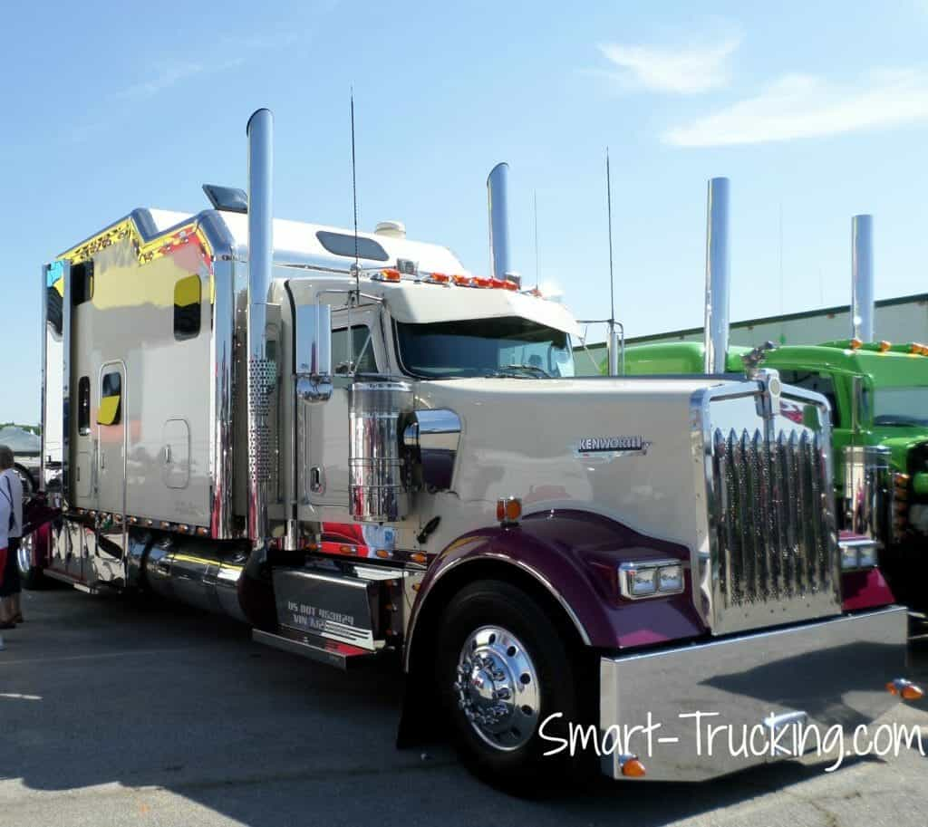 White Purple W900 Kenworth With Large Sleeper Berth