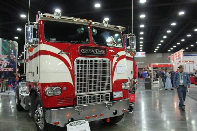The Ultimate Freightliner Cabover Quick Guide And Photo