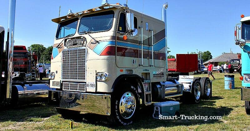 1983 Cabover Freightliner Cream with stripes