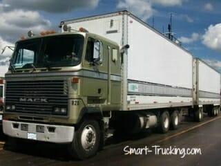 1985 Green Mack CaboverTruck