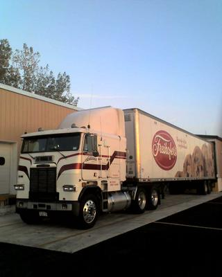 1990 Freightliner 425 HP Series 60 9 speed
