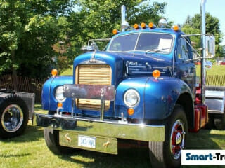 Mack B61 Blue Older Model Rig