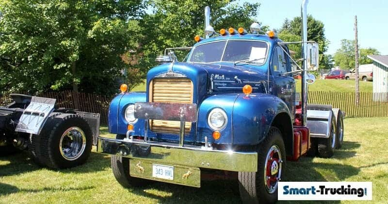 Mack B61 Blue Older Model Rig