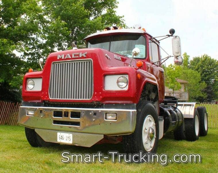 Red R Model Mack Older Model Rig