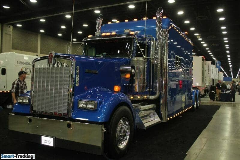 Kenworth Royal Blue W900 Custom Big Sleeper Berth Truck