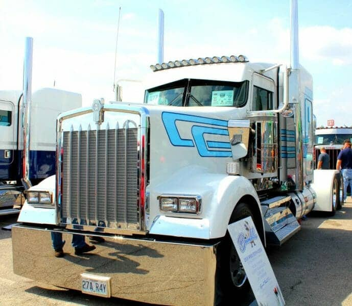 2016 Kenworth W900 Custom Show Truck White Blue
