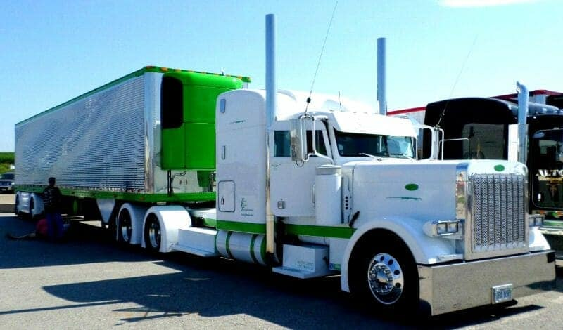 Peterbilt 379 White Big Rig Show Truck