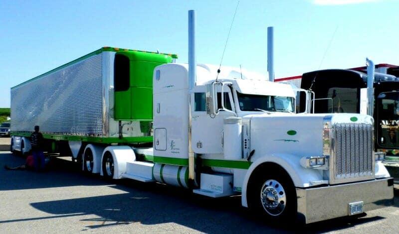 Peterbilt 379 White Big Rig Show Truck