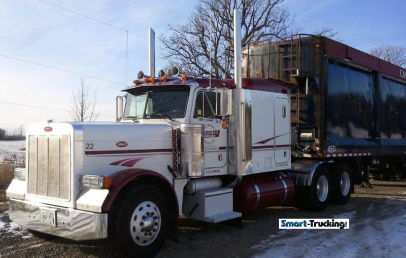 White Peterbilt 379 pulling trailer