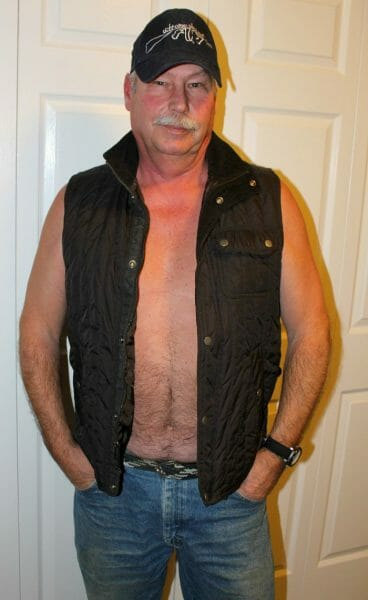 Fat Trucker poorly dressed
